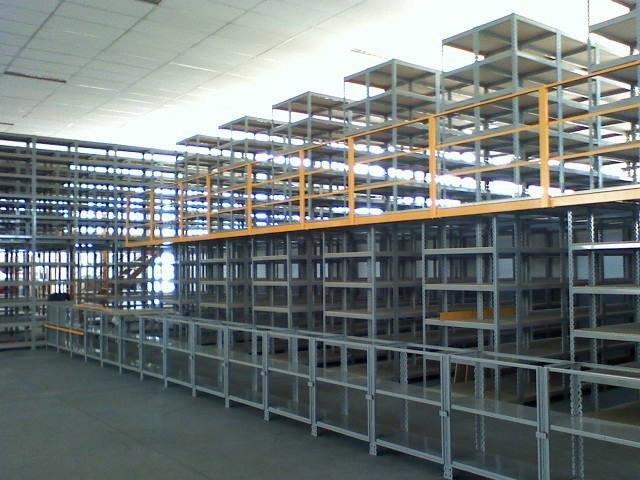 Estruturas porta paletes e estantes de aço