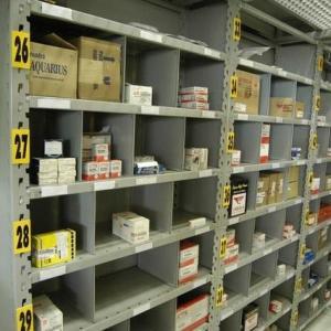 Estantes de armazenagem